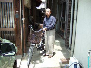賞品の電動アシスト自転車とM様