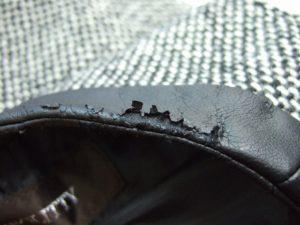 剥がれた合成皮革